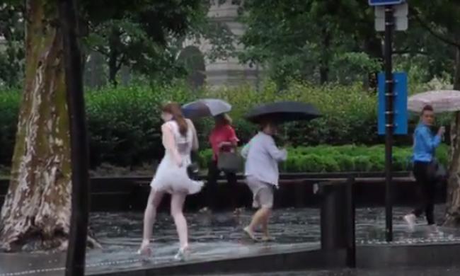 Így csapott le a vihar az Országházra! - videó