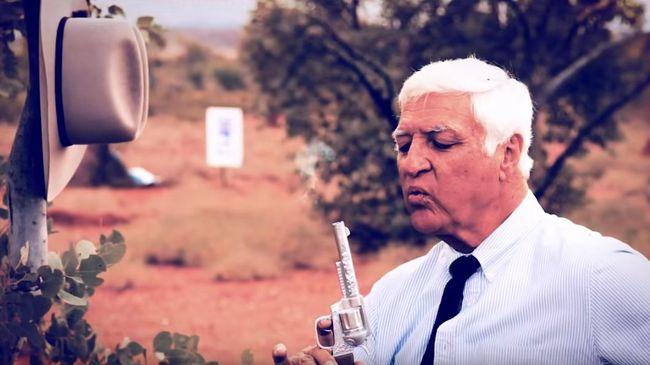 Nem néz tévét, de lelövi kampányvideójában ellenfeleit a képviselő - videó