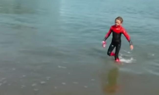 Alcatrazig úszott egy 9 éves kisfiú, rekordot döntött - videó