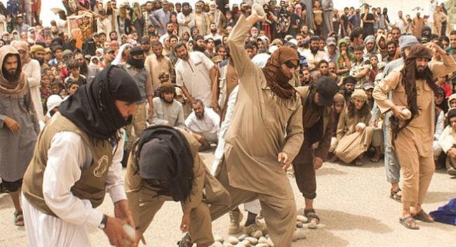Őrjöngő tömeg szeme láttára köveztek halálra 4 férfit, mert megcsalták a feleségüket