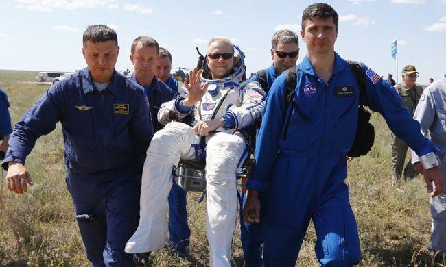 Újra a Földön az űrhajósok