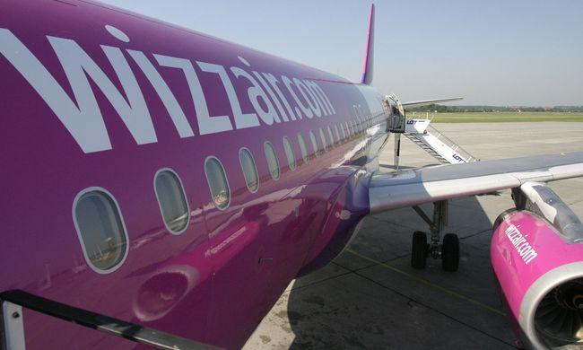 Dráma a levegőben: villám csapott az utasokkal teli repülőbe