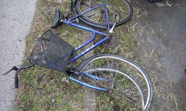 Kamion alá esett egy biciklis, mert nem adták meg neki az elsőbbséget
