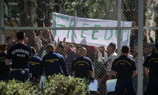 Szabadságért tüntetnek a migránsok Kiskunhalason