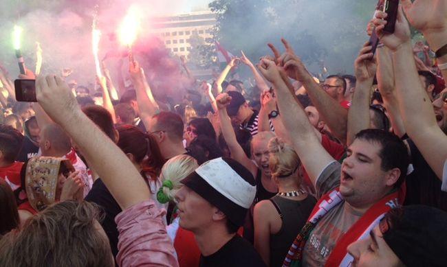 Tombolnak a magyar szurkolók, így örültek a gólnak - képgaléria!