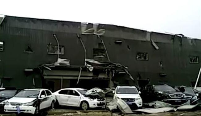51 embert ölt meg egy tornádó