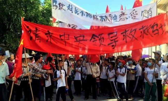 Hazugsággal vádolják őket, nem tudósíthatnak a tüntetésről az újságírók