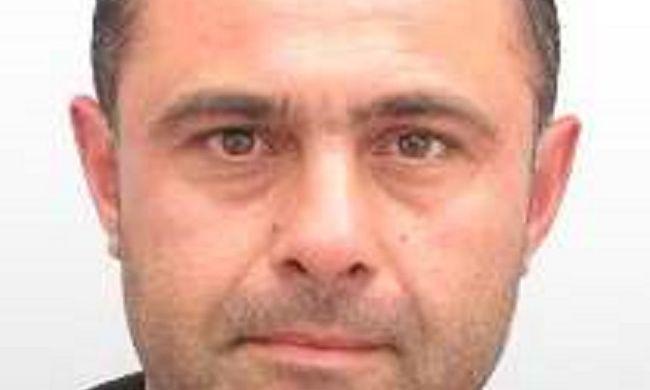 Embercsempészés miatt adtak ki nemzetközi elfogatóparancsot ez a férfi ellen