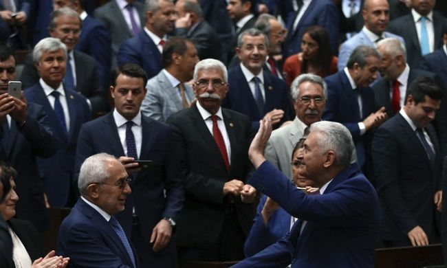 Ismét verekedtek a törökök a parlamentben