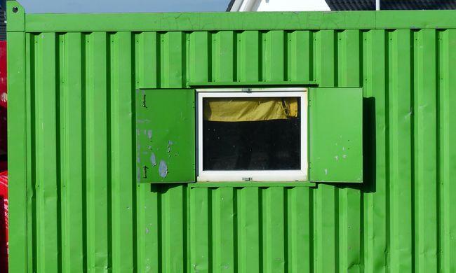 Életveszélyes az épület, fémkonténerbe telepítették át a postát