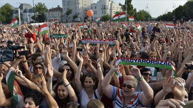 Az éjjel még mindig nem érhet véget - hazaért a magyar válogatott - videó