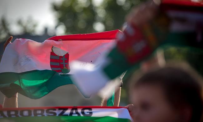 Pénzért árult állampolgárságot a magyarul nem beszélőknek