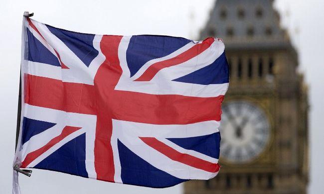 Azonnali Brexitet követelnek a britek