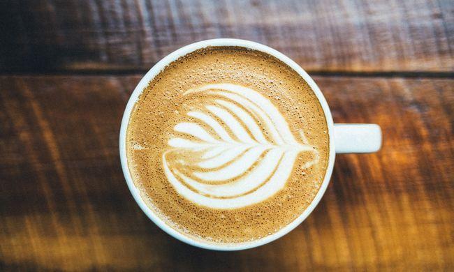 Új üzlet nyílik: a reggeli kávé mellé orális szexet is lehet rendelni