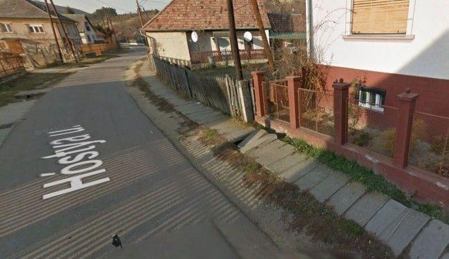 Meghalt egy kisfiú, mert beszakadt alatta a járda