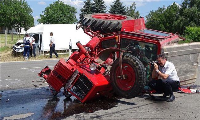Szörnyethalt a traktoros az 55-ösön