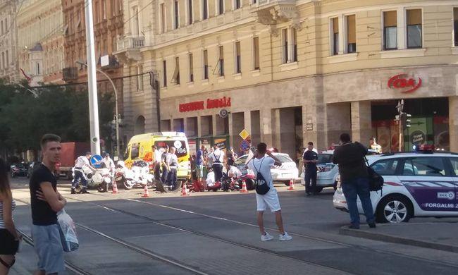 Halálos motorbaleset történt a Blaha Lujza térnél - fotó