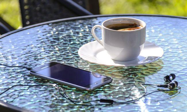 Külső alapján választunk, az okostelefonoknál nem a tudás a fő szempont