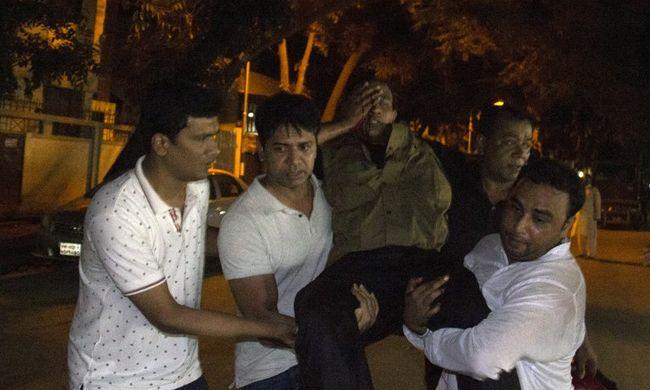Megöltek öt túszejtőt, ketten eltűntek az étteremből