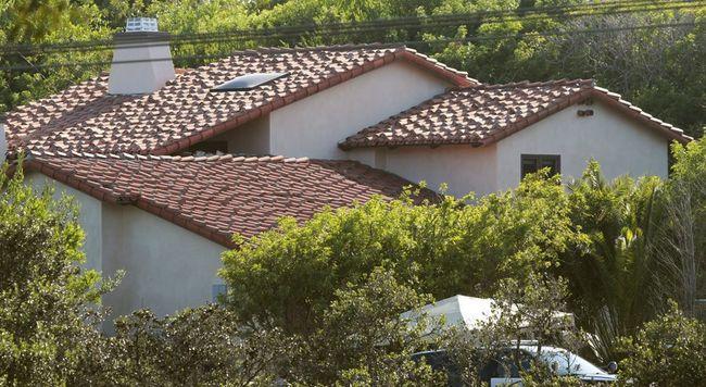 Rejtély: 3 női holttestet találtak a gazdag negyed egyik házában