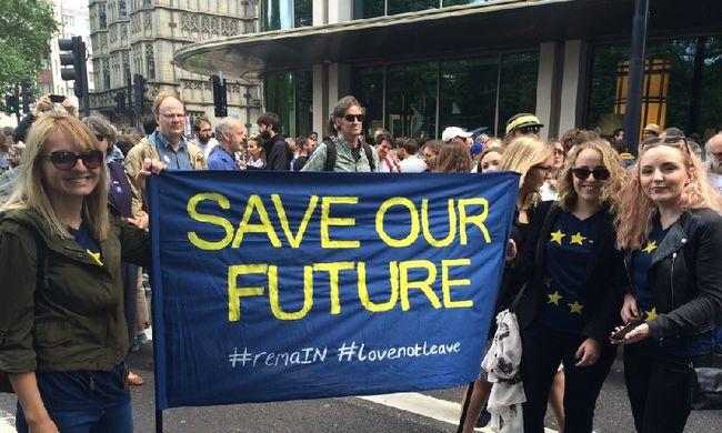 Több ezren tüntetnek Londonban a Brexit ellen