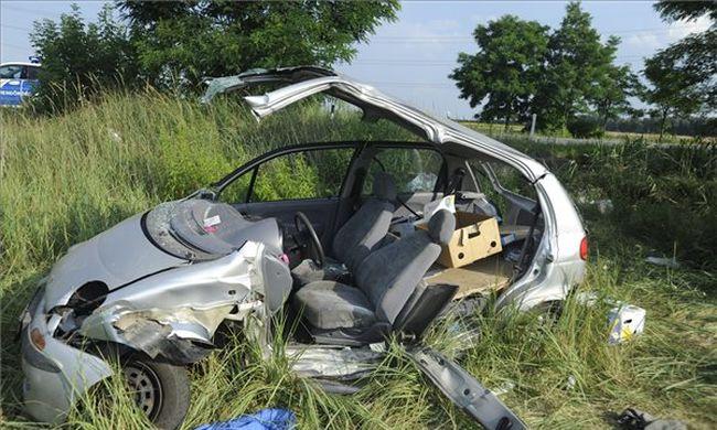 Dugó Pest megyében: beszorult autójába a sofőr