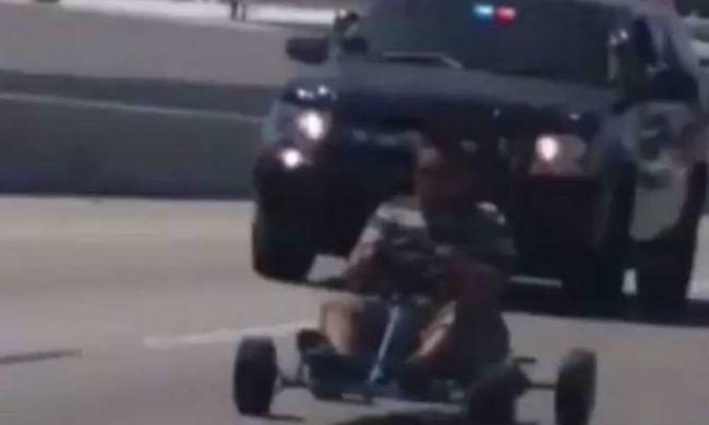 Gokartost üldöztek a rendőrök az autópályán - videó!