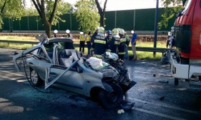 Teljes útlezárás Budapesten: szörnyethalt a sofőr, holtteste a roncsba szorult