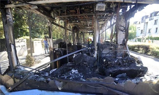 Lángra kapott, és teljesen kiégett egy BKV-busz - fotók