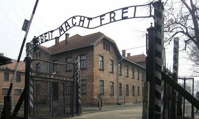 Elképesztő tiszteletlenséget művelt a hétvégén két magyar turista Auschwitzban