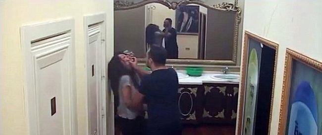 Sokkoló felvételek: a kamerák előtt, élő adásban verte össze a feleségét egy férfi