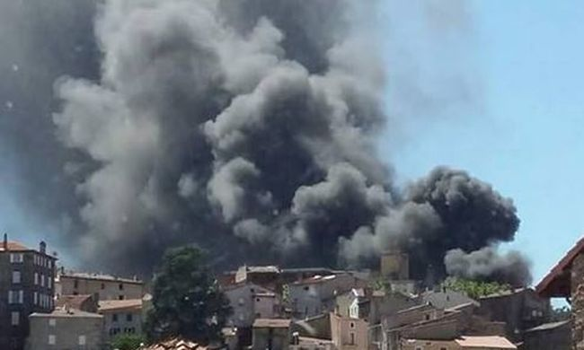 Két robbanás volt, ki kellett üríteni a kórházat - képek!