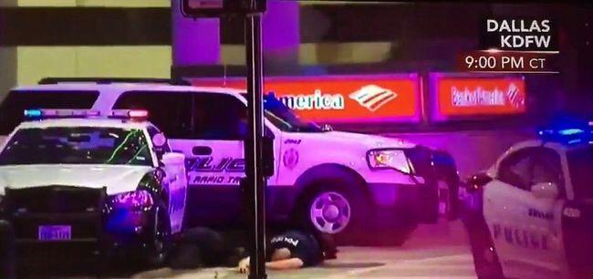 Mészárlás Dallasban: fejbe lőtte magát az egyik orvlövész