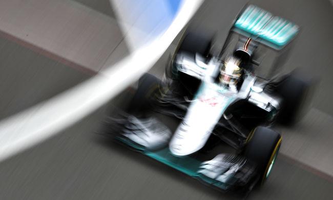 Hamiltoné a pole Silverstone-ban, Vettel csak a 11. helyről indulhat