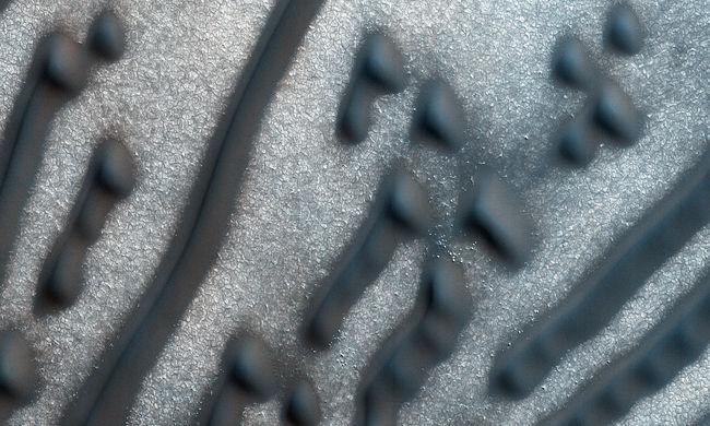 Morzekód a Marson: üzenet vagy természeti jelenség?
