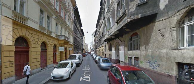 Alvó embereket fosztottak ki Budapesten