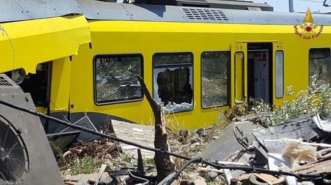 Frontálisan ütközött két vonat Olaszországban