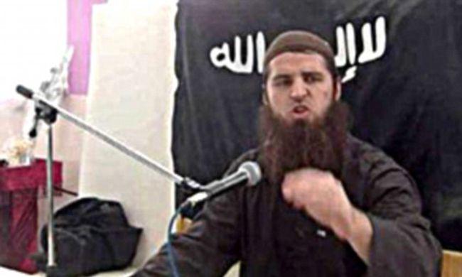 Ő az a férfi, aki nyájas modorával gyereklányokat küldött az Iszlám Államnak, elítélték