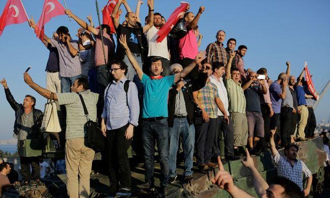 Sosem látott tisztogatás: már 45 ezer ember veszítette el munkáját Törökországban