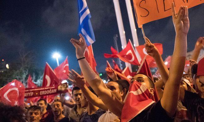 Egymillióan tüntetnek Erdogan mellettt
