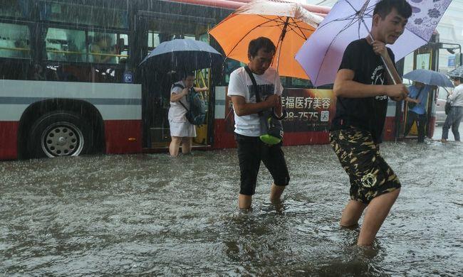 Rengeteg halálos áldozatot követelt az özönvízszerű esőzés