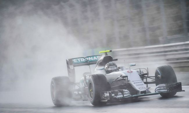 Mindenkit megtréfált az eső a Hungaroringen, Rosbergé a pole pozíció