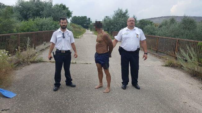 Egy szál vizes gatyában vitték a rendőrségre a körözött férfit, tóparton kapták el