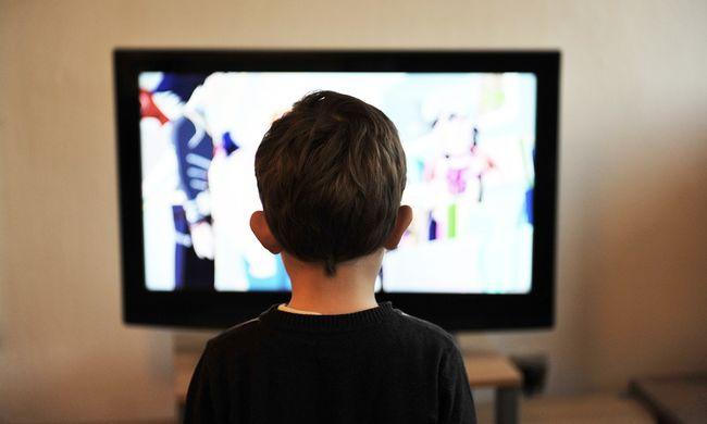 Lezuhanó tévé zúzta össze a kisfiú fejét