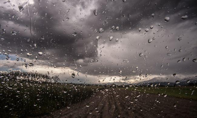 Járhatatlanná váltak az utak, kegyetlen vihar tombol