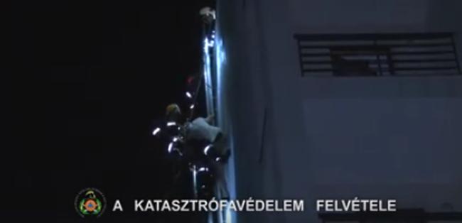 """Életveszély: Házfalon rekedt a fővárosi """"pókember"""""""