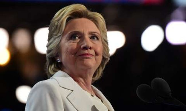Előkerült Clinton: ezt tanácsolta híveinek