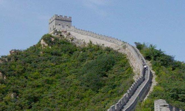Bontják a kínai nagy falat, a téglákat eladják