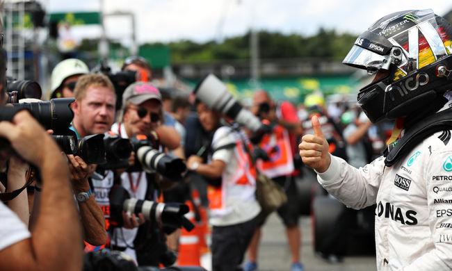 Rosberg legyőzte Hamiltont, a Red Bullok megelőzték a Ferrarikat
