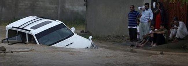 Elsodorta az áradás a násznépet, 15-en meghaltak